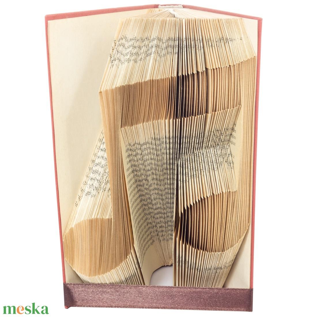 Hangjegy alakú hajtogatott könyvszobor, Zenetanár, Zenész, Éneke, Énektanár, Szolfézs, Zene, Művészet E753 (Wolfabric) - Meska.hu