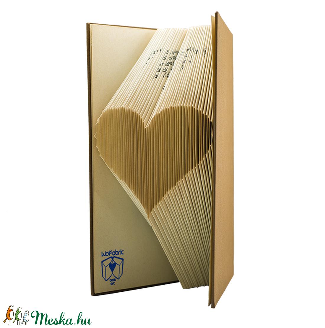 Szív formájú könyvszobor - Esküvőre- Lakodalomba - Szerelmeseknek- Valentin napra - Ajándék - E61 (Wolfabric) - Meska.hu