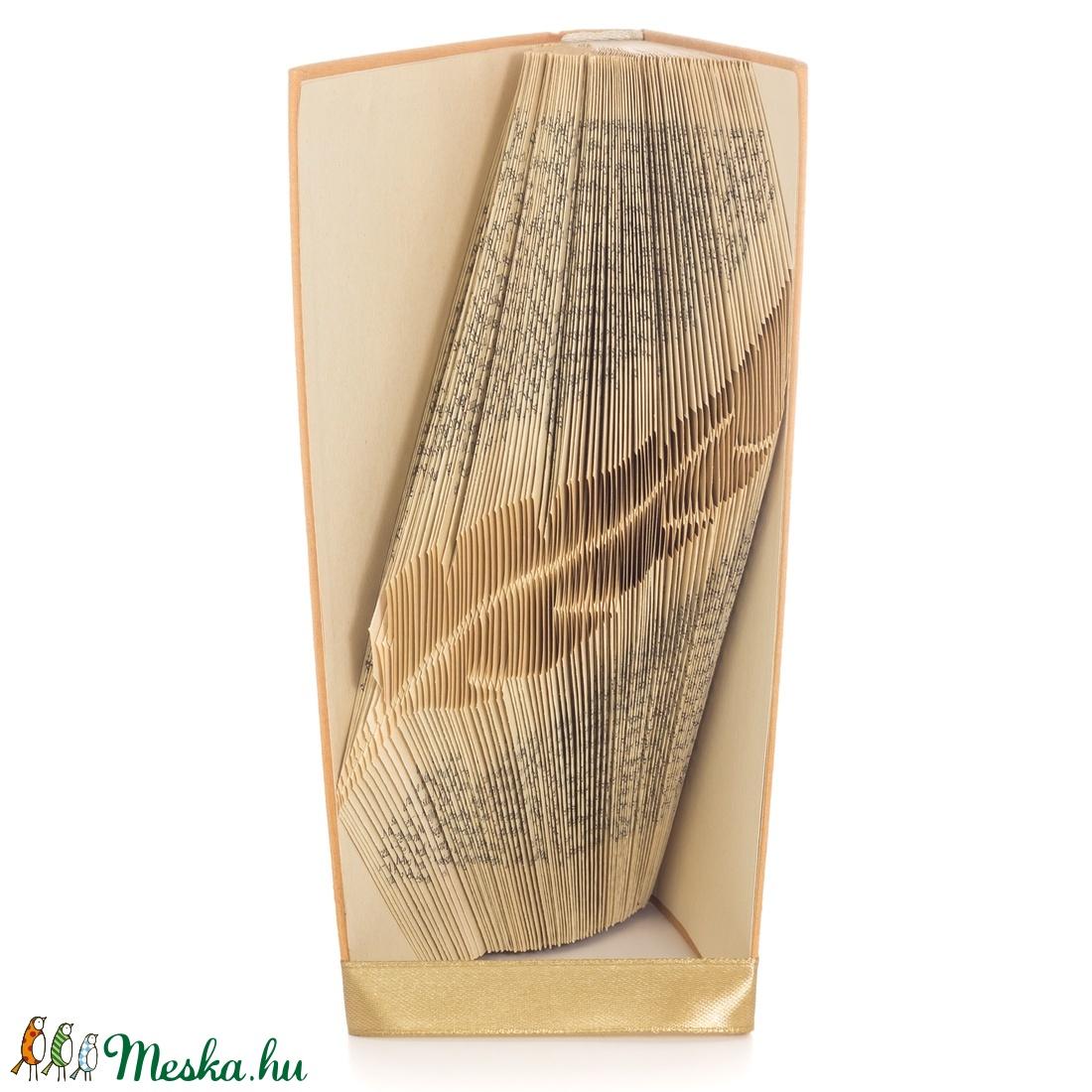 Toll alakú hajtogatott könyvszobor, Író ajándék, Költő, Tanárnak, Művészet E866 (Wolfabric) - Meska.hu