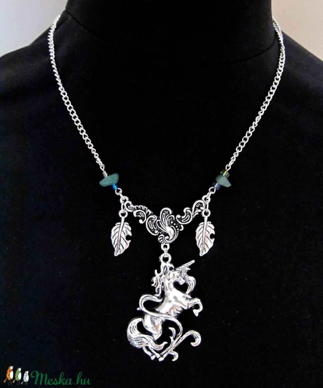 09ba22fee7 ... Egyszarvú / unikornis nyaklánc, ásvány kövecskékkel (Yuriko) - Meska.hu  ...