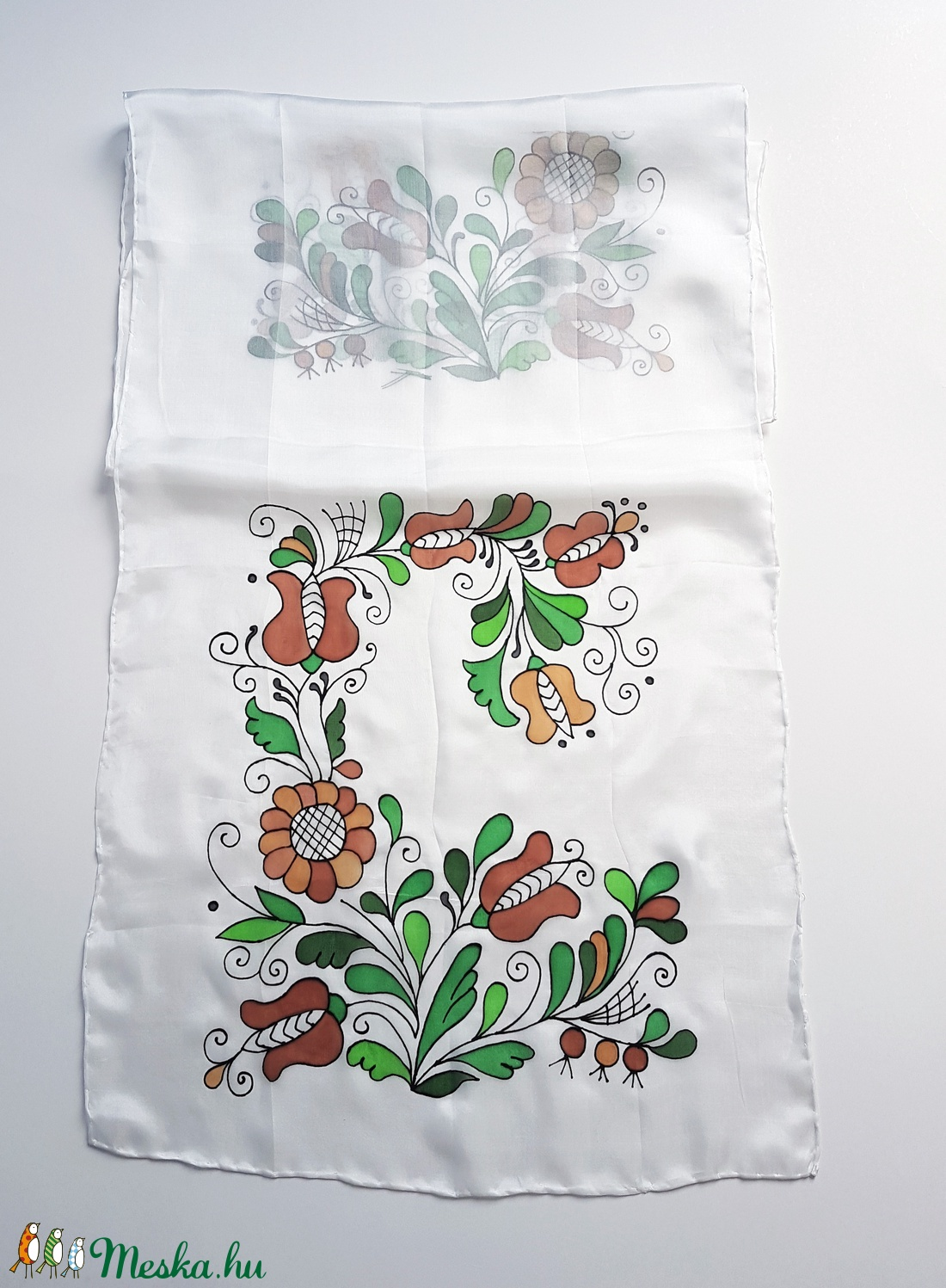 Kézzel festett SELYEMSÁL, magyar népművészet, korondi indás virág, fehér, barna és zöld_47 - ruha & divat - sál, sapka, kendő - kendő - Meska.hu