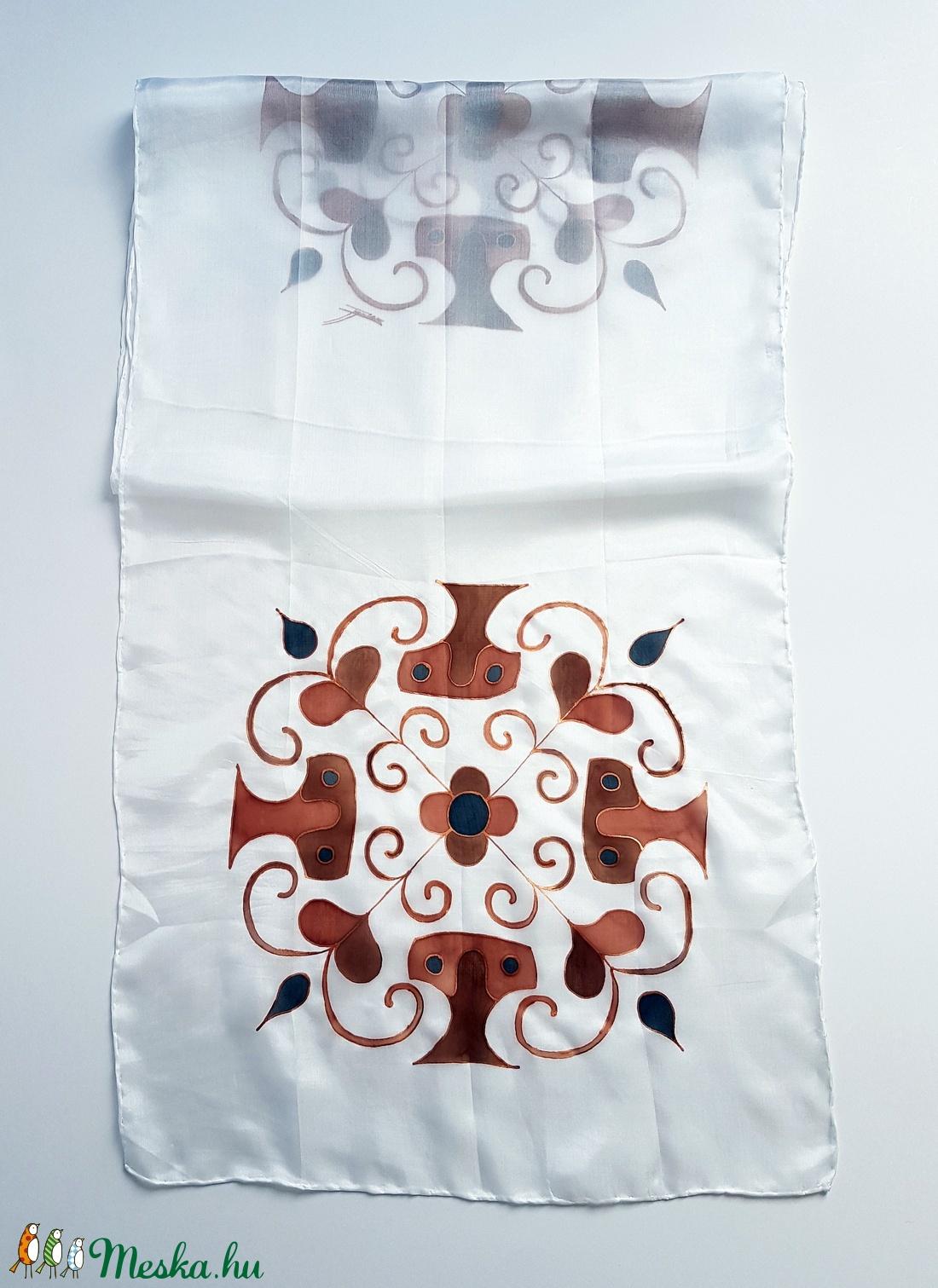 Kézzel festett SELYEMSÁL, ősi magyar népművészeti motívum, fehér, barna és bronz_44 - ruha & divat - sál, sapka, kendő - kendő - Meska.hu