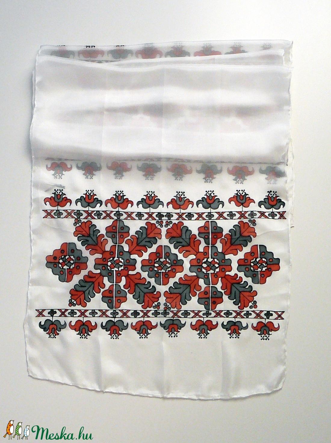 Kézzel festett SELYEMSÁL, magyar népi hímzett minta, székely, piros, fekete, fehér_54 - ruha & divat - sál, sapka, kendő - kendő - Meska.hu