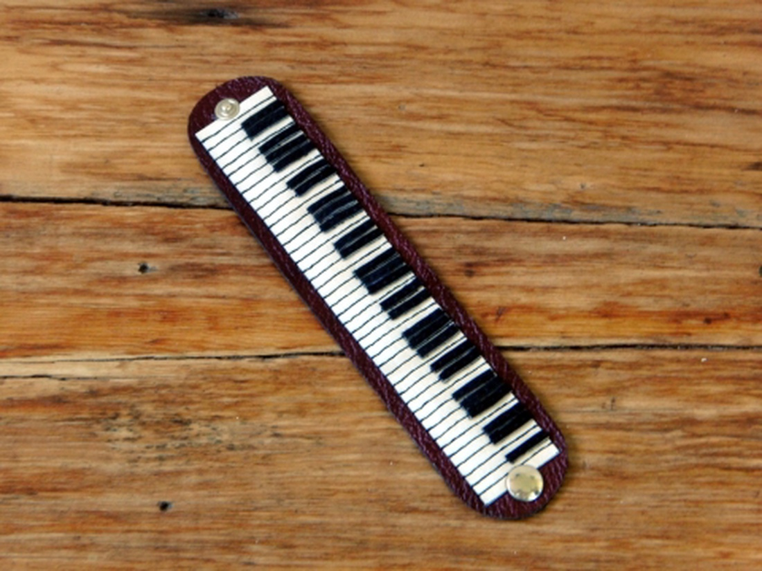 a nyitó parazita a zongorán