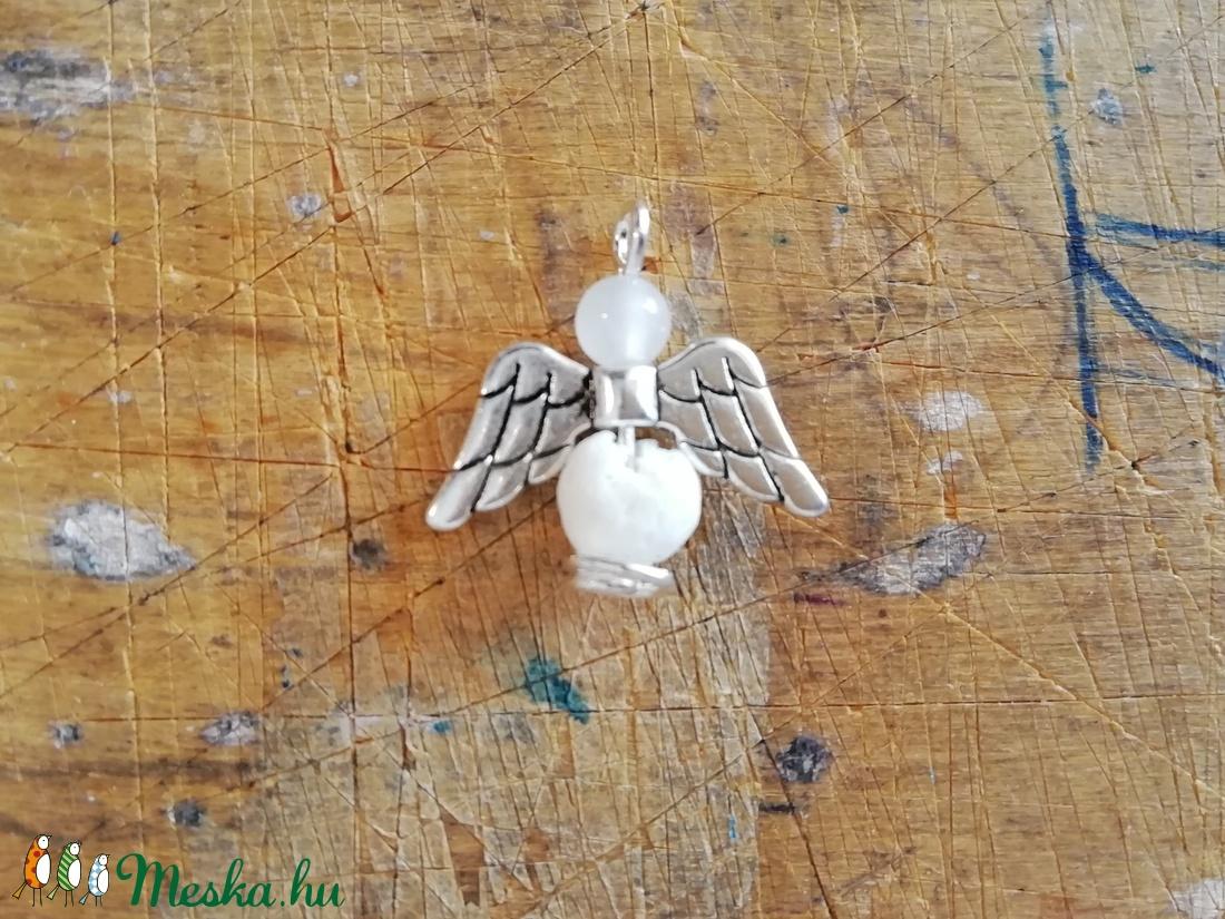 Ásvány angyal medál, fehér korall + jade - ékszer - nyaklánc - medál - Meska.hu