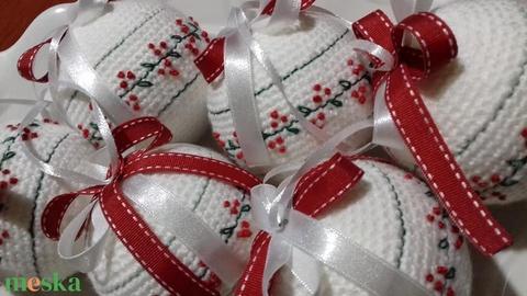 Horgolt,hímzett karácsonyi gömb (Agikotodeje) - Meska.hu