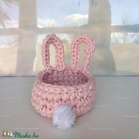 Nyuszis horgolt kosár, rózsaszín pólófonalból, pomponnal - kislánynak, játék, hajcsat, papírzsepi, ékszer, sminkszerek - Meska.hu