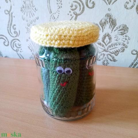 vidám horgolt csemege uborka befőttes üvegben - otthon & lakás - dekoráció - asztaldísz - Meska.hu