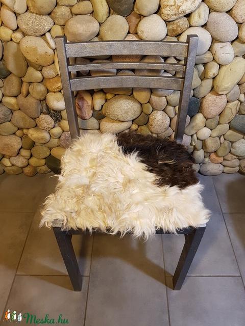 Ellentétek vonzásában: szőrmés szék (óbarok ezüst ) - Meska.hu