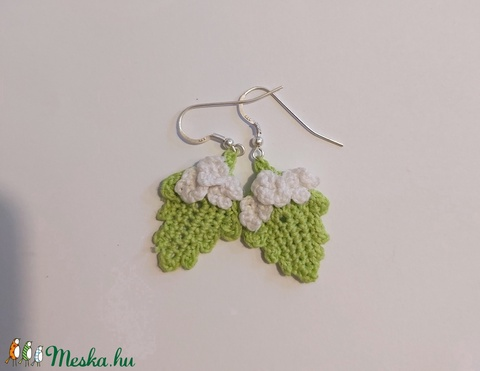 Zöld levélke fehér virágokkal-horgolt füli (angica8) - Meska.hu