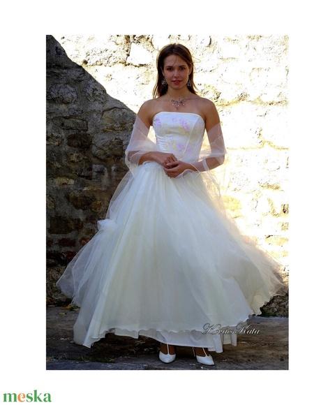 ANGELA - menyasszonyi ruha (Aranybrokat) - Meska.hu