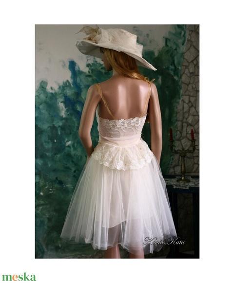 NYINOCSKA - menyasszonyi ruha (Aranybrokat) - Meska.hu