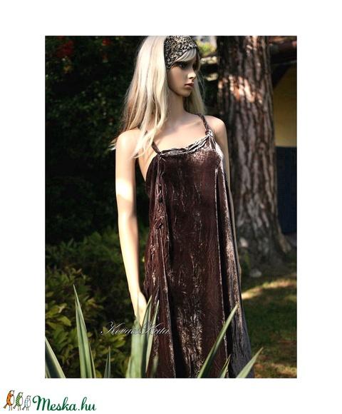 MÉDEA - extravagáns selyembársony ruha (Aranybrokat) - Meska.hu