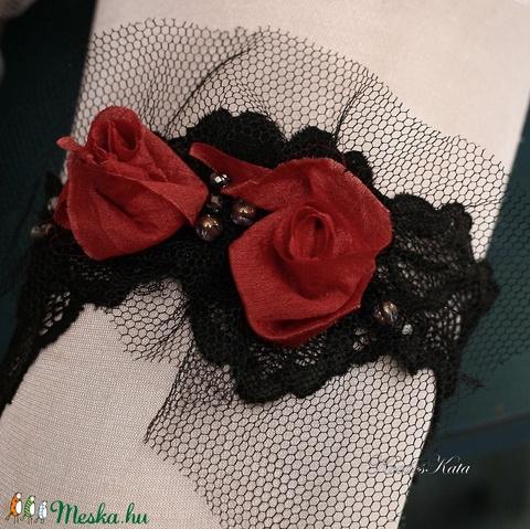 CARMEN- art to wear harisnyakötő  (Aranybrokat) - Meska.hu