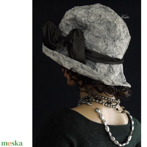 K I E G É S Z Í T Ő K ...... DOMBOR-RÓZSÁS szürke taft-kalap FRIDA (Aranybrokat) - Meska.hu