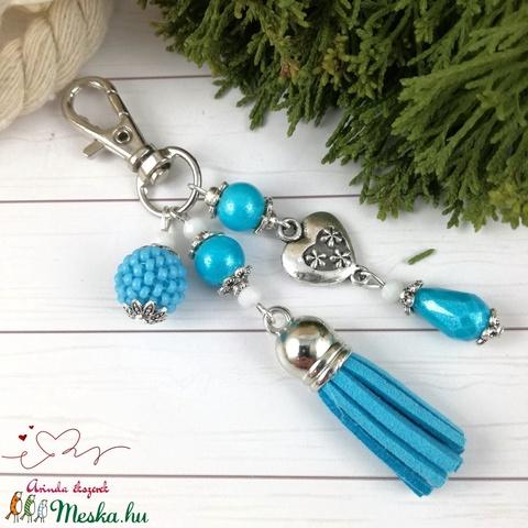 Világoskék bojtos kulcstartó táskadísz anyák napja ballagás évzáró pedagógus karácsony szülinap névnap ajándék (Arindaekszerek) - Meska.hu
