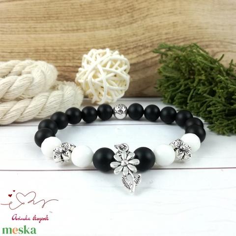 Fekete fehér virágok jade ónix ásvány karkötő - Meska.hu