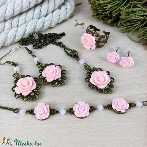 #11 rózsaszín rózsás szett nyaklánc fülbevalók karkötő gyűrű esküvő alkalmi koszorúslány örömanya menyasszony násznagy - Meska.hu