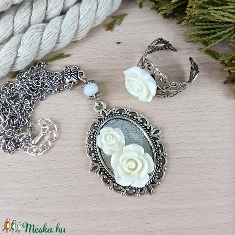 #52 fehér rózsás sötét ezüst szett nyaklánc gyűrű esküvő alkalmi koszorúslány örömanya menyasszony násznagy - Meska.hu
