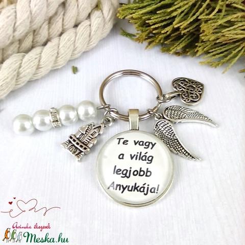 Te vagy a világ legjobb anyukája feliratos üveglencsés kulcstartó táskadísz karácsony szülinap névnap - Meska.hu