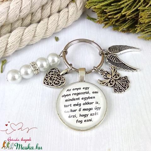 Az anya egy olyan ragasztó ami mindent összetart feliratos üveglencsés kulcstartó táskadísz karácsony szülinap névnap - Meska.hu