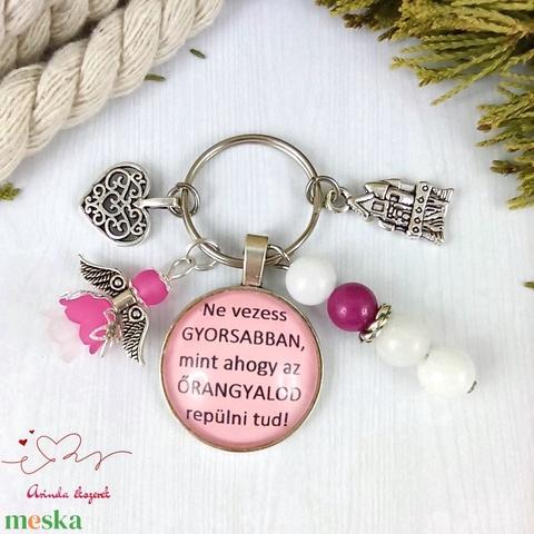 Ne vezess gyorsabban mint ahogy az őrangyalod repül feliratos üveglencsés kulcstartó táskadísz karácsony szülinap névnap - Meska.hu