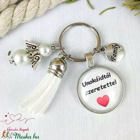 Unokáidtól szeretettel feliratos fehér bojtos üveglencsés kulcstartó táskadísz karácsony  - Meska.hu