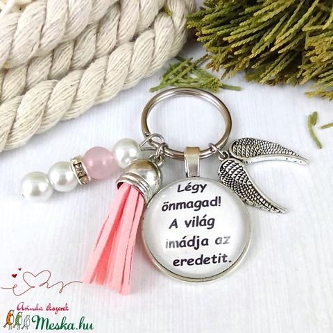 Légy önmagad feliratos rózsaszín bojtos üveglencsés kulcstartó táskadísz karácsony  - Meska.hu