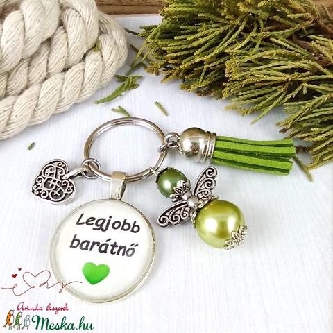 Legjobb barátnő feliratos üveglencsés kulcstartó táskadísz zöld angyallal és bojttal karácsony szülinap névnap - Meska.hu