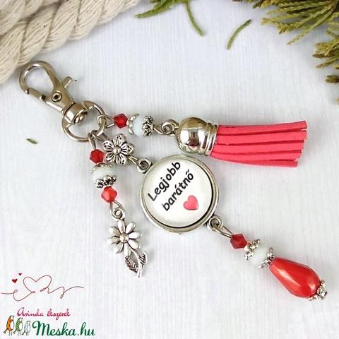 Legjobb barátnő feliratos piros bojtos üveglencsés kulcstartó táskadísz mikulás karácsony szülinap névnap ajándék  - Meska.hu