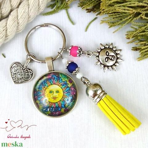 Napfivér sárga bojtos üveglencsés kulcstartó táskadísz bojtos mikulás karácsony szülinap névnap nyár ajándék - Meska.hu