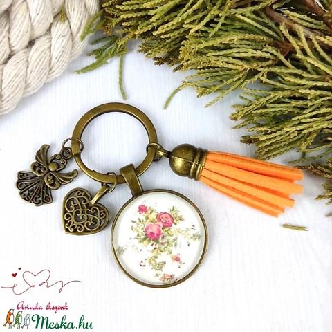 Rózsalugas narancs bojtos üveglencsés kulcstartó táskadísz bojtos nyár mikulás karácsony szülinap névnap ajándék  - Meska.hu