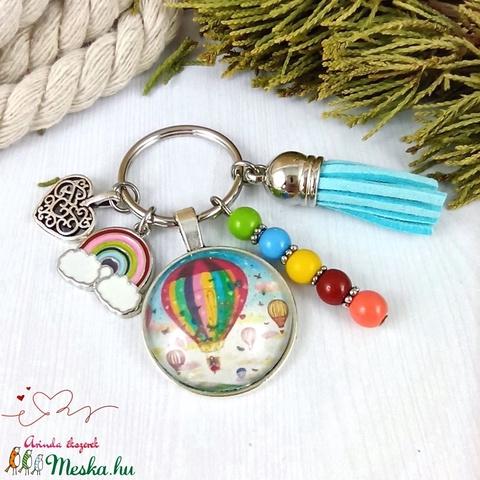 Hőlégballon mintás kék bojtos üveglencsés kulcstartó táskadísz bojtos nyár mikulás karácsony szülinap névnap ajándék  - Meska.hu