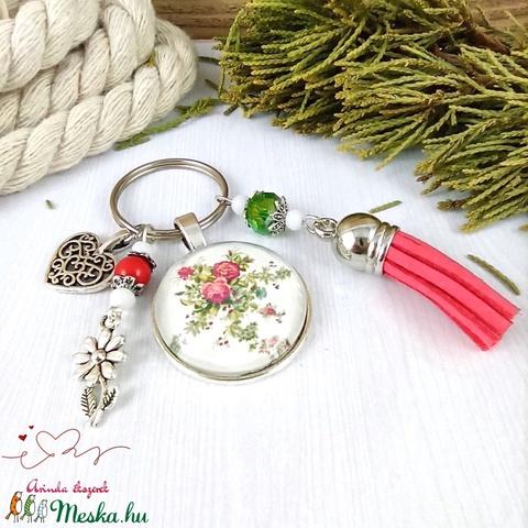 Rózsalugas piros bojtos üveglencsés kulcstartó táskadísz bojtos nyár mikulás karácsony szülinap névnap ajándék  - Meska.hu