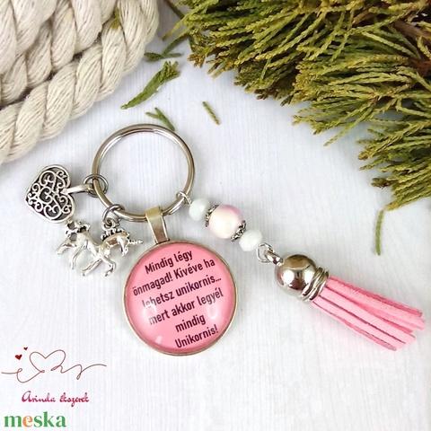 Mindig légy önmagad kivéve ha lehetsz unikornis feliratos üveglencsés kulcstartó táskadísz karácsony szülinap névnap - Meska.hu