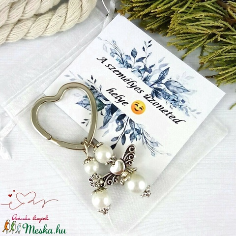 Fehér angyalkás szív kulcstartó táskadísz ajándékcsomagolással anyák napja ballagás évzáró pedagógus karácsony szülinap - Meska.hu