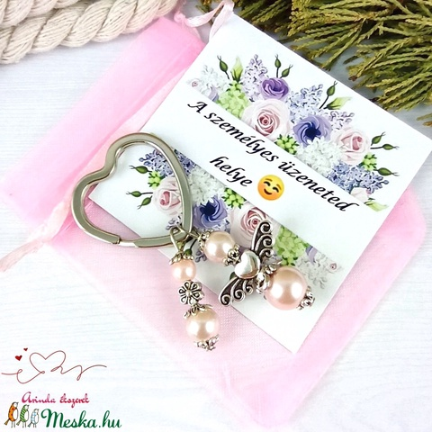 Rózsaszín angyalkás szív kulcstartó táskadísz ajándékcsomagolással anyák napja ballagás évzáró pedagógus karácsony szüli - Meska.hu