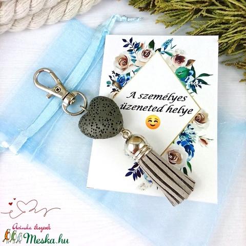 Szürke illatosítható lávakő szív kulcstartó táskadísz ajándékcsomagolással  - Meska.hu