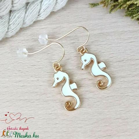 Fehér csikóhal fülbevaló karácsonyra mikulásra télire adventi kalendáriumba nőnek lánynak - ékszer - fülbevaló - lógó fülbevaló - Meska.hu
