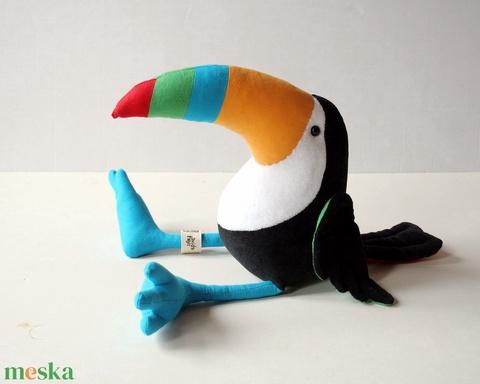 Plüss Tukán, Rendkívül színes Dél-Amerikai borsevő madár (avida) - Meska.hu