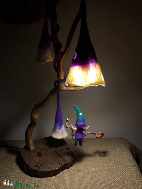 Nemez éjjeli lámpa hintázó manóval (Azul) - Meska.hu
