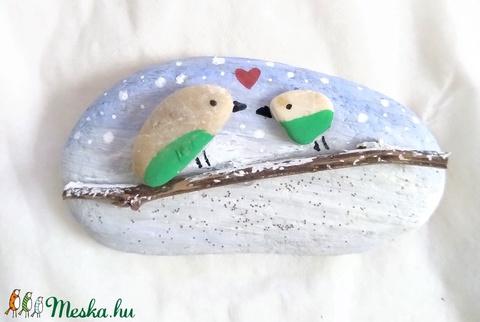 Szerelmes madárkák a hóesésben  - festett kavics - Meska.hu