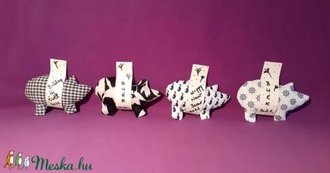 Szerencsemalac fekete-fehérben, újévi, születésnapi malac, ajándékkísérő, meglepetés malac, textil dekoráció - Meska.hu