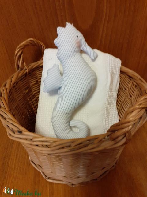 Csikóhal, kék csíkos textil csikóhal, fürdőszobai dekoráció, textil ajándék, ajándékkísérő, illatpárna - Meska.hu