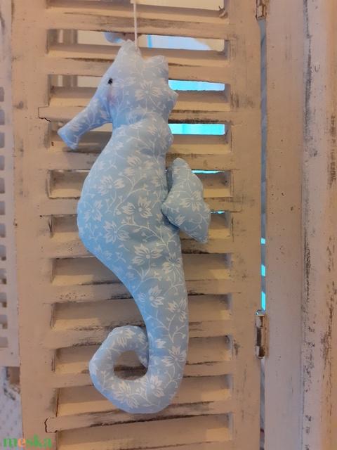 Csikóhal, kék virágos textil csikóhal, fürdőszobai dekoráció, textil ajándék, ajándékkísérő, illatpárna - Meska.hu