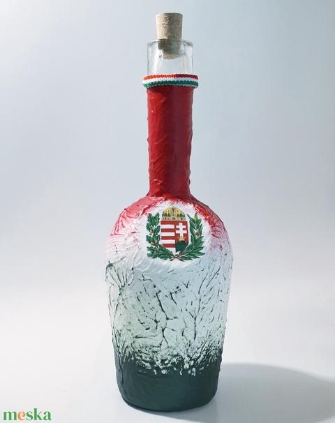 Magyar címeres whikys piros-fehér-zöld magyaros dísz-és használati italos üveg konyaknak hagyomány tisztelőknek. (Biborvarazs) - Meska.hu