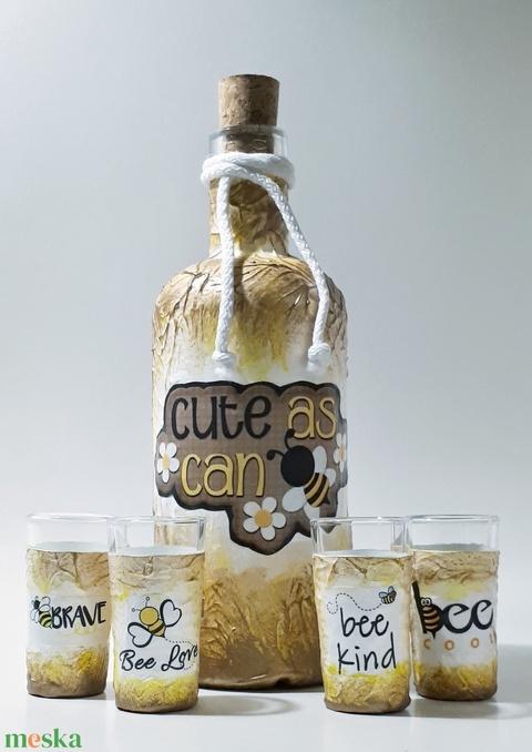 Cute as can be dísz- és használati üveg röviditalos poharakkal: Be love, Be cool, Be brave, Be kind méhecske mintával. (Biborvarazs) - Meska.hu
