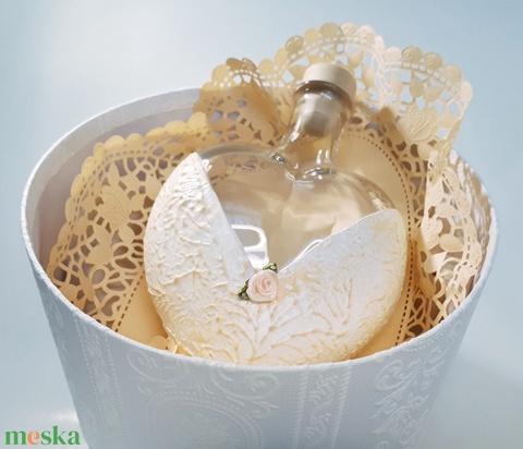 Barackvirág sziv váza. díszüveg, tavaszi asztali dekoráció, ajándék nőnapra, anyáknapjára, szülinapra névnapra - Meska.hu
