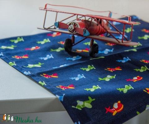 Jegeléshez, borogatáshoz a nyári balesetekre ☺ repcsis textil zsebkendő kisfiúknak, repülős (Blessyou) - Meska.hu
