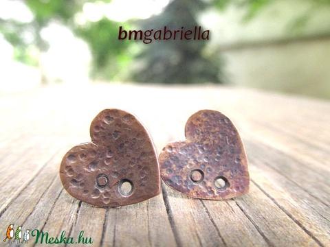 Réz-szív pontfülbevaló - egyedi tervezésű ékszer, fülbevaló - bedugós fülbevaló - ezüst tű - Meska.hu